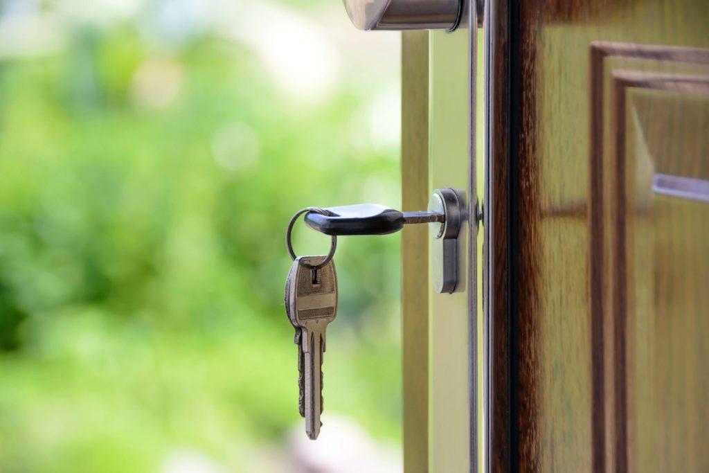 Schlüssel in Schloss